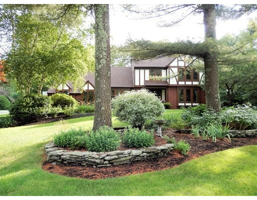 Maison unifamiliale pour l Vente à 110 Hewitt Drive Raynham, Massachusetts 02767 États-Unis