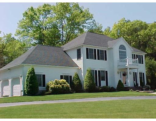 Maison unifamiliale pour l Vente à 113 Sparrow Road Stoughton, Massachusetts 02072 États-Unis