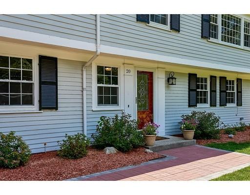 Maison unifamiliale pour l Vente à 20 Woodridge Road 20 Woodridge Road Dover, Massachusetts 02030 États-Unis