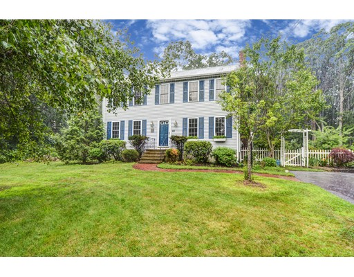 Single Family Home for Sale at 22 Mechanic Place Franklin, Massachusetts 02038 United States