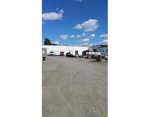 Commercial pour l Vente à 491 W Water Street Taunton, Massachusetts 02780 États-Unis