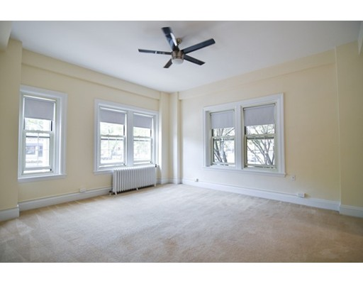 Additional photo for property listing at 1401 Beacon Street 1401 Beacon Street Brookline, Massachusetts 02446 États-Unis