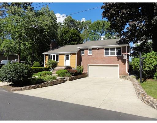 Частный односемейный дом для того Продажа на 84 Perry Avenue 84 Perry Avenue Lynnfield, Массачусетс 01940 Соединенные Штаты