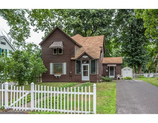 13 Manchester St, Leominster, MA 01453
