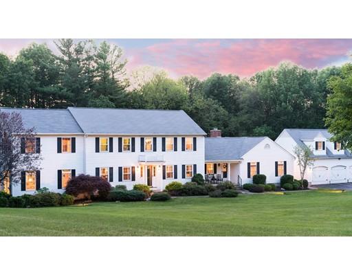 Maison unifamiliale pour l Vente à 127 Fiske Hill Road Sturbridge, Massachusetts 01566 États-Unis