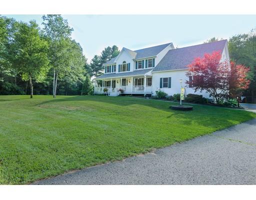 واحد منزل الأسرة للـ Sale في 19 Deerbrook Drive 19 Deerbrook Drive Granby, Massachusetts 01033 United States