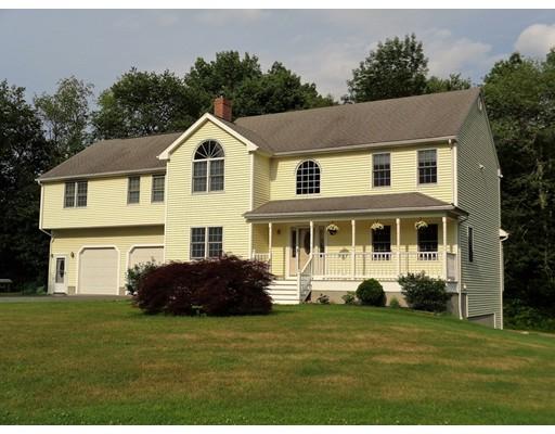 Maison unifamiliale pour l Vente à 1 Spring Street Oxford, Massachusetts 01537 États-Unis