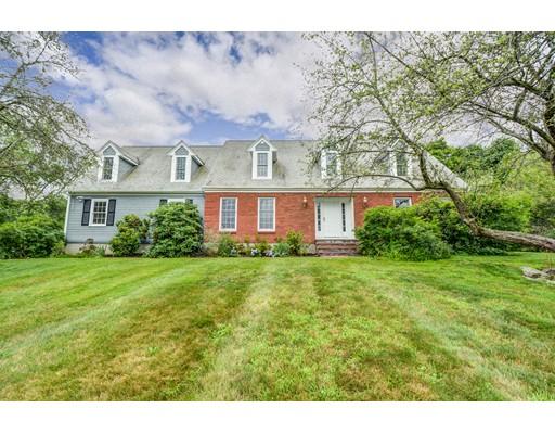 واحد منزل الأسرة للـ Sale في 241 Crawford Street Northborough, Massachusetts 01532 United States