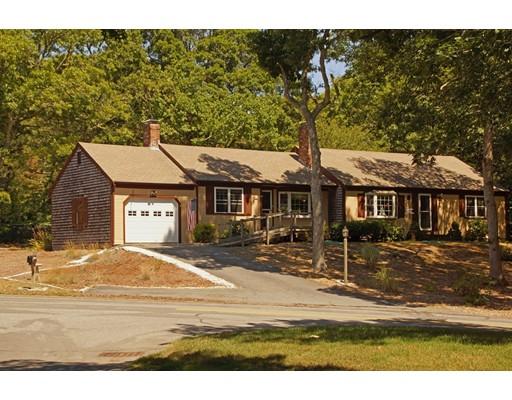 Частный односемейный дом для того Продажа на 111 Azalea Drive 111 Azalea Drive Harwich, Массачусетс 02645 Соединенные Штаты
