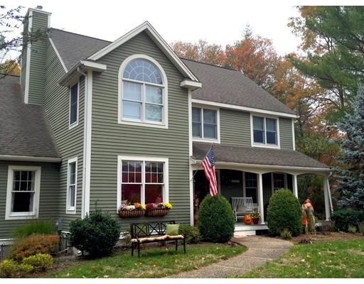 Maison unifamiliale pour l Vente à 6 Hickory Lane Georgetown, Massachusetts 01833 États-Unis