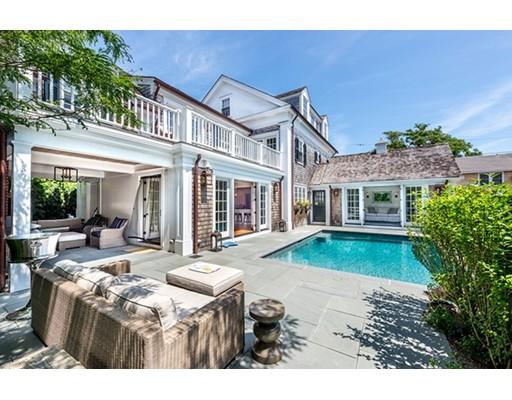 Частный односемейный дом для того Продажа на 16 Simpsons Lane Edgartown, Массачусетс 02539 Соединенные Штаты