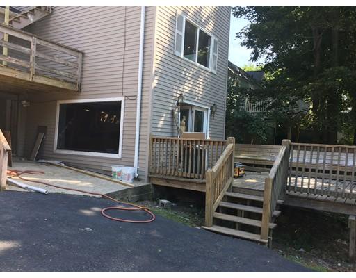 Maison avec plusieurs logements pour l Vente à 110 Summer Street Stoneham, Massachusetts 02180 États-Unis