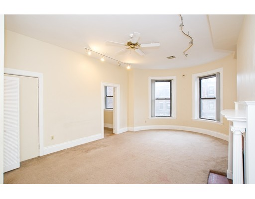 Additional photo for property listing at 472 Commonwealth Avenue  Boston, Massachusetts 02215 United States