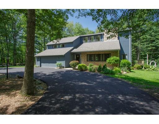 Single Family Home for Sale at 696 Cross Street Boylston, Massachusetts 01505 United States