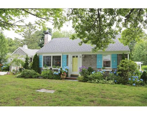 Maison unifamiliale pour l Vente à 74 Eldredge Sq Chatham, Massachusetts 02633 États-Unis