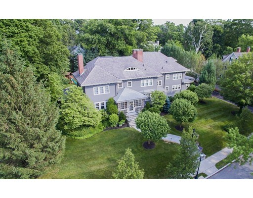 Casa Unifamiliar por un Venta en 12 Beechcroft Road 12 Beechcroft Road Newton, Massachusetts 02458 Estados Unidos