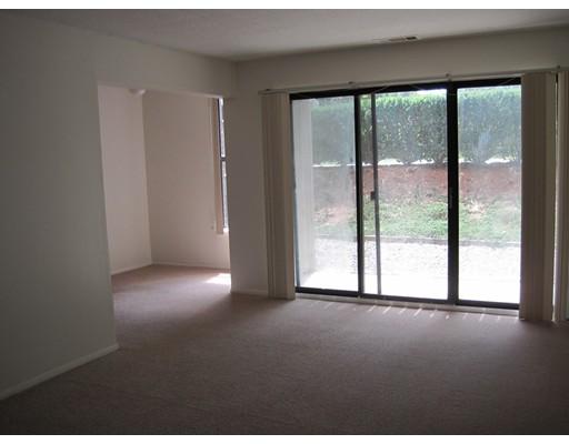 Casa Unifamiliar por un Alquiler en 24 Shrewsbury Green Drive Shrewsbury, Massachusetts 01545 Estados Unidos