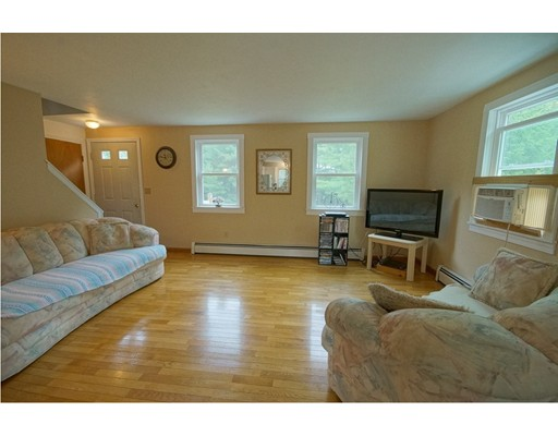 Single Family Home for Sale at 218 Fremont Road Chester, New Hampshire 03036 United States
