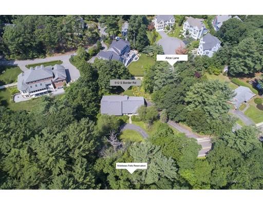 Частный односемейный дом для того Продажа на 512 SOUTH BORDER ROAD 512 SOUTH BORDER ROAD Winchester, Массачусетс 01890 Соединенные Штаты