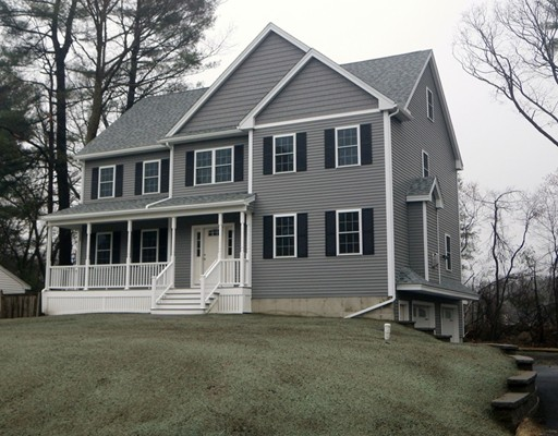 Single Family Home for Sale at 7 Pinewood Road 7 Pinewood Road Wilmington, Massachusetts 01887 United States