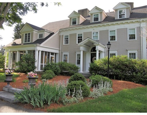 واحد منزل الأسرة للـ Sale في 110 Mill Street Framingham, Massachusetts 01701 United States
