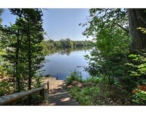 20 Robinhood Rd, Natick, MA 01760
