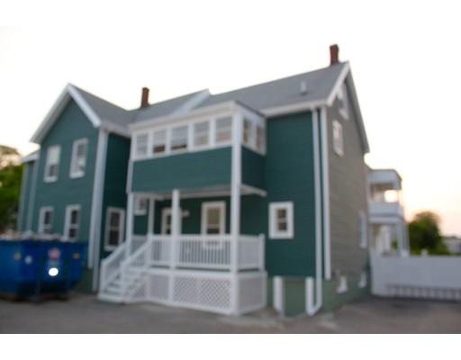 Casa Multifamiliar por un Venta en 52 LINWOOD STR. Malden, Massachusetts 02148 Estados Unidos