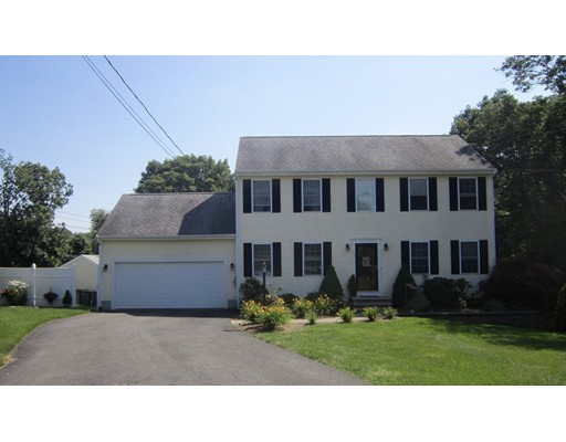 Single Family Home for Sale at 35 Daisy Court Somerset, Massachusetts 02726 United States