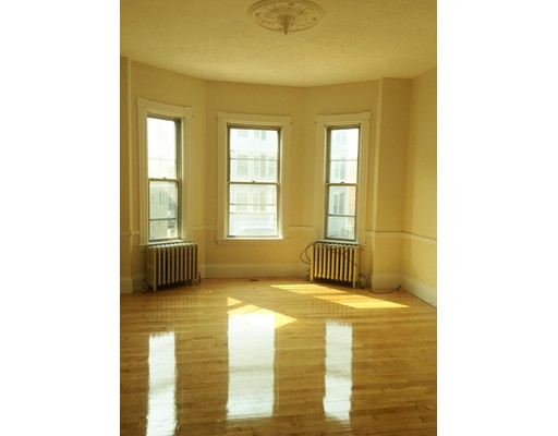 Additional photo for property listing at 816 East 6th  Boston, Massachusetts 02127 Estados Unidos