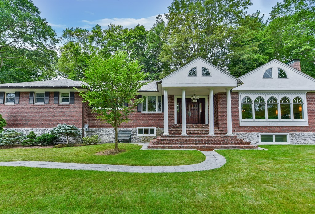 Brookline homes for sale gibson sotheby 39 s international for Lee homes