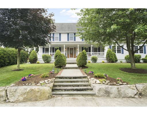 Maison unifamiliale pour l Vente à 25 Teaberry Lane Braintree, Massachusetts 02184 États-Unis