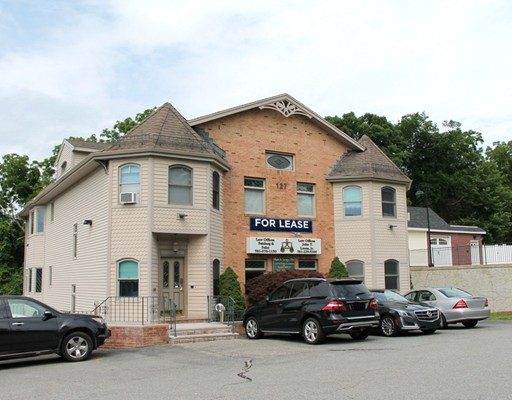 Commercial pour l à louer à 127 Cambridge Street 127 Cambridge Street Burlington, Massachusetts 01803 États-Unis