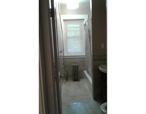 独户住宅 为 出租 在 94 Hutchings Street 波士顿, 马萨诸塞州 02121 美国