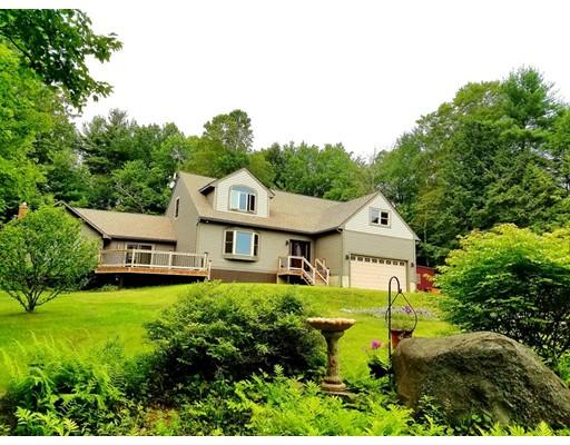 واحد منزل الأسرة للـ Sale في 17 Mollison Hill Road 17 Mollison Hill Road Goshen, Massachusetts 01032 United States