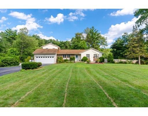 独户住宅 为 销售 在 7 Bittersweet Lane 7 Bittersweet Lane Atkinson, 新罕布什尔州 03811 美国