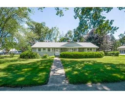 独户住宅 为 出租 在 925 Williams Street Longmeadow, 马萨诸塞州 01106 美国