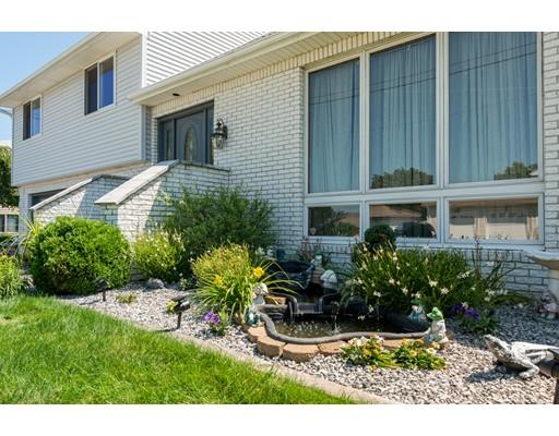Maison unifamiliale pour l Vente à 13 Springdale Avenue 13 Springdale Avenue North Providence, Rhode Island 02904 États-Unis