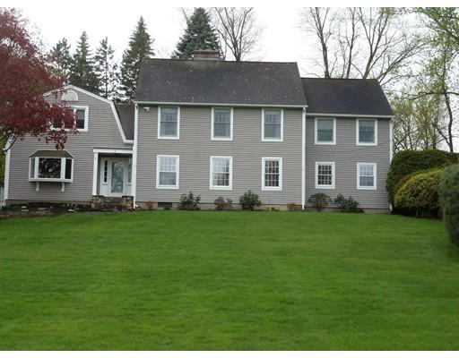 独户住宅 为 销售 在 1 The Knolls South Hadley, 马萨诸塞州 01075 美国