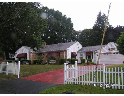 Maison unifamiliale pour l Vente à 1417 Bedford Street 1417 Bedford Street Fall River, Massachusetts 02723 États-Unis