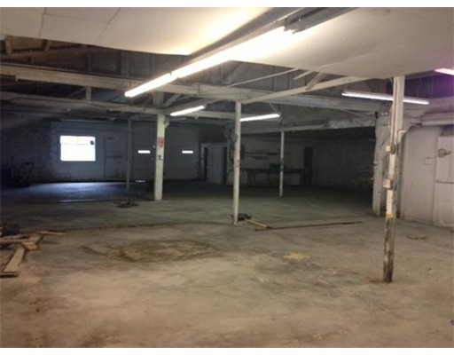 Comercial por un Alquiler en 950 Washington Street 950 Washington Street Stoughton, Massachusetts 02072 Estados Unidos
