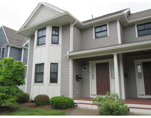 Casa Unifamiliar por un Alquiler en 109 Watertown Street Watertown, Massachusetts 02472 Estados Unidos