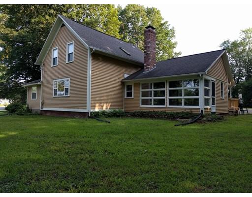 واحد منزل الأسرة للـ Sale في 387 Holyoke Street 387 Holyoke Street Ludlow, Massachusetts 01056 United States