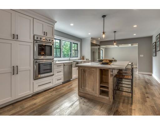 واحد منزل الأسرة للـ Sale في 388 Brush Hill Road 388 Brush Hill Road Milton, Massachusetts 02186 United States