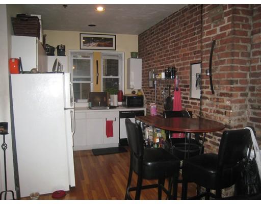 独户住宅 为 出租 在 6 Cleveland Place 波士顿, 马萨诸塞州 02113 美国