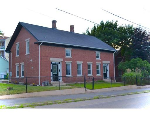 Casa Multifamiliar por un Venta en 692 North Main Woonsocket, Rhode Island 02895 Estados Unidos