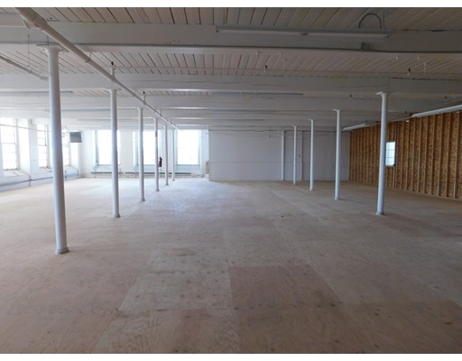Commercial for Rent at 657 Quarry 657 Quarry Fall River, Massachusetts 02723 United States