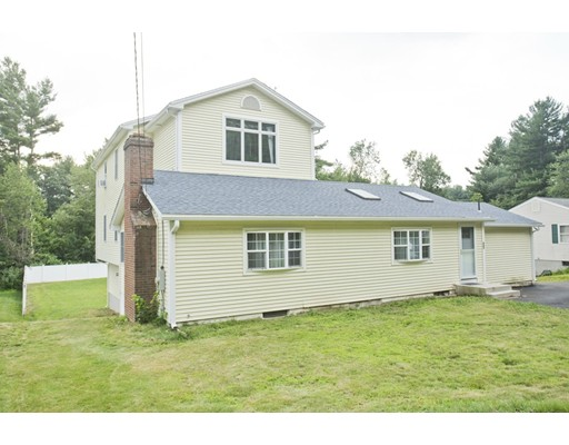 Maison unifamiliale pour l Vente à 527 Cooley Street 527 Cooley Street Springfield, Massachusetts 01128 États-Unis