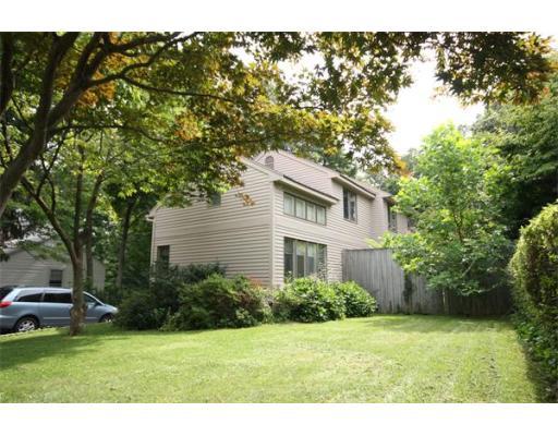 Casa Unifamiliar por un Alquiler en 300 Walnut Street Wellesley, Massachusetts 02481 Estados Unidos