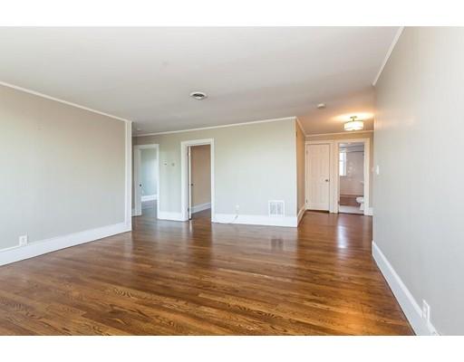 独户住宅 为 出租 在 394 Riverway 波士顿, 马萨诸塞州 02115 美国
