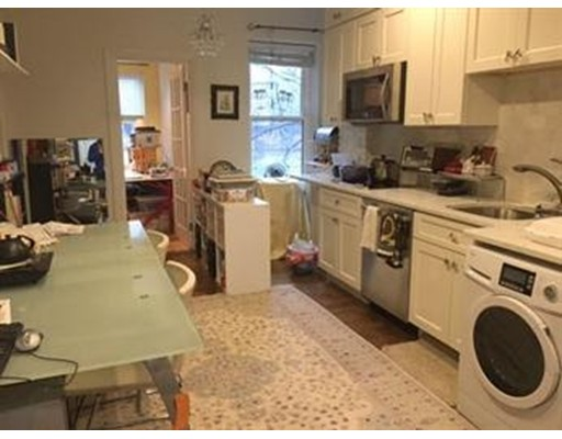Casa Unifamiliar por un Alquiler en 1793 Beacon Street Brookline, Massachusetts 02445 Estados Unidos